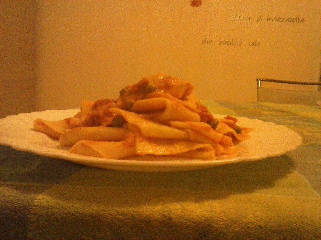 Tagliata di pasta al sugo di ricotta e pomodoro